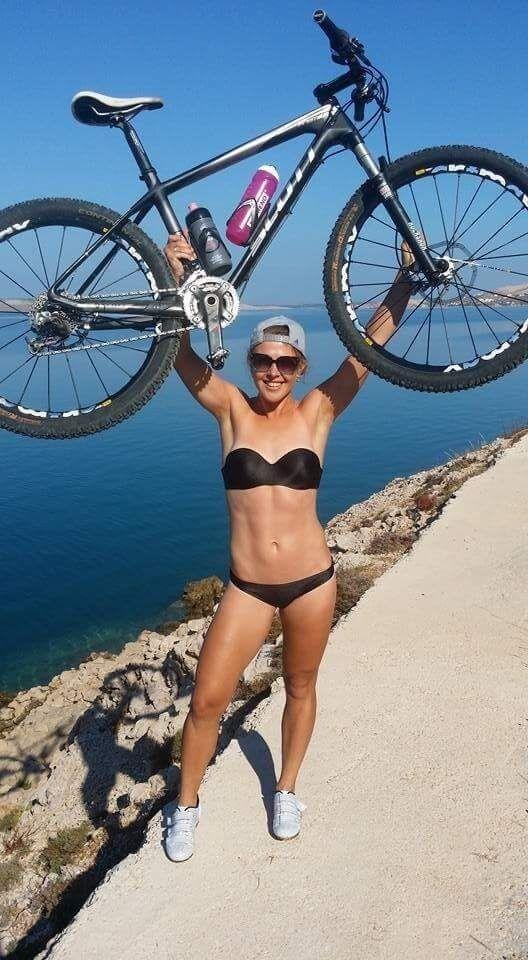 Юлия Джима с велосипедом