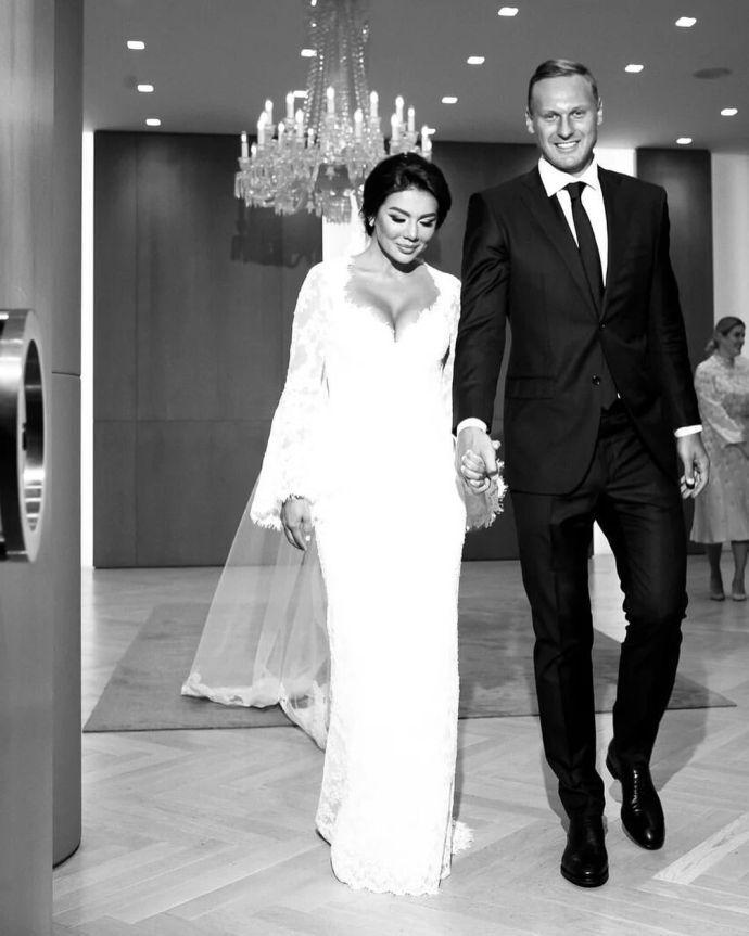 Седокова и Янис отгуляли свадьбу в подмосковной Барвихе.