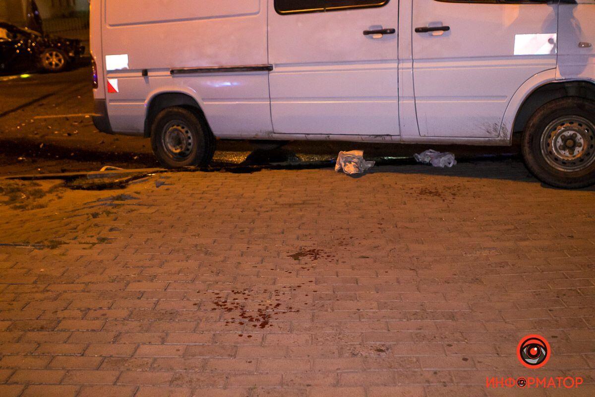Люди, які були в салоні мікроавтобуса, отримали травми.