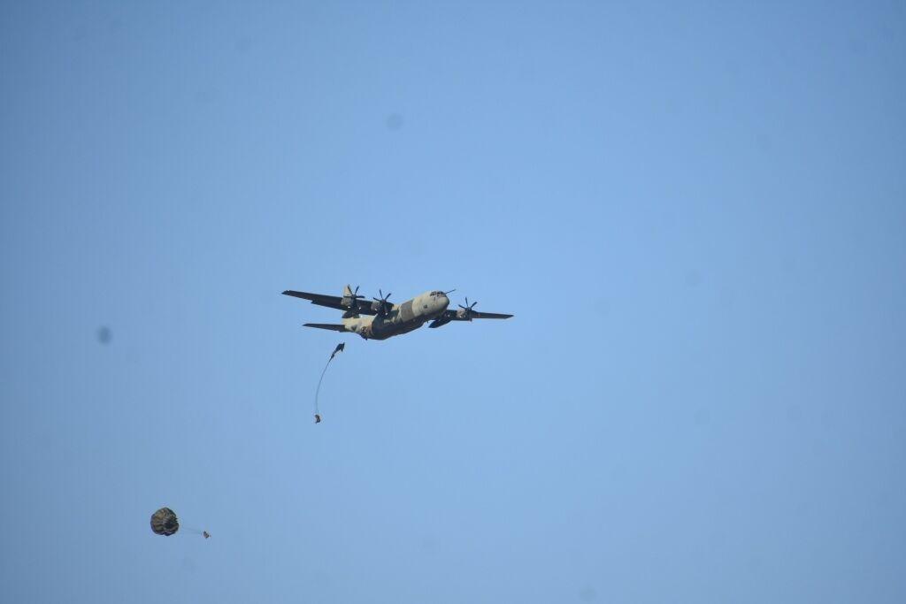 Грузы и подразделения десантно-штурмовых войск ВСУ десантировались на парашютных платформах.