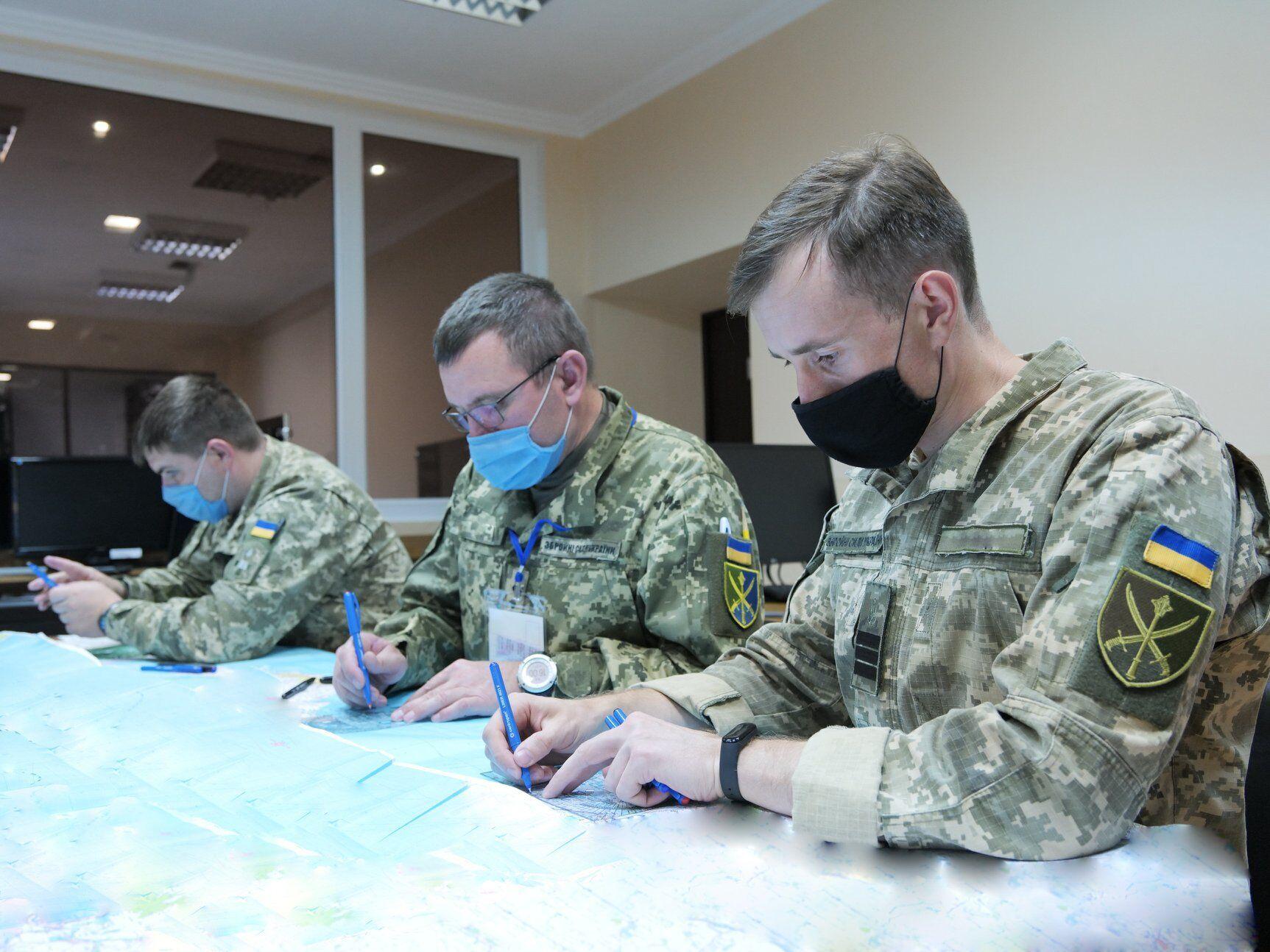 В ходе тренировки определяются адаптивные методики и методы управления войсками.