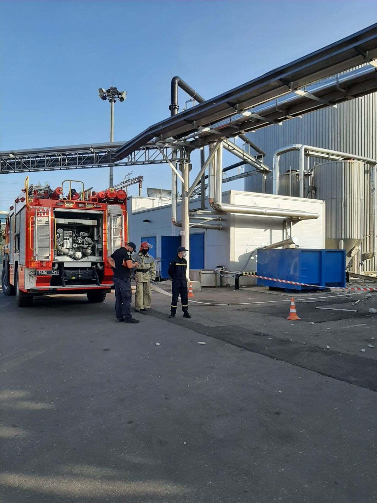 На месте ЧП работали пожарные.