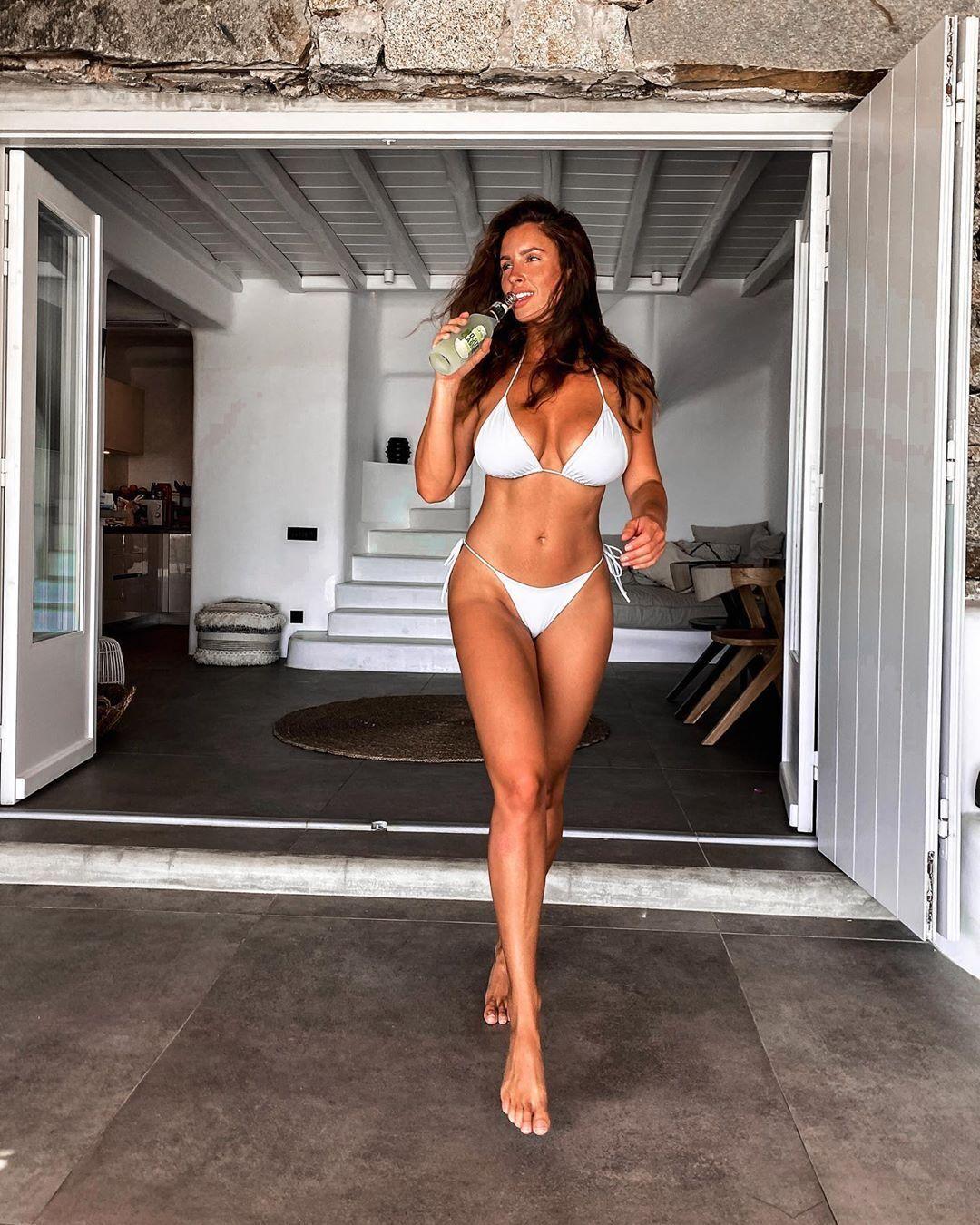 Люсія Яворчекова в купальнику