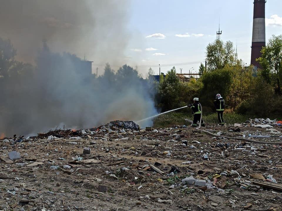 В Киеве горела свалка.