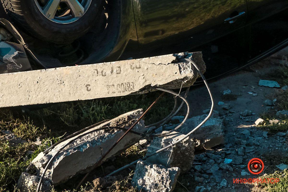 У Дніпрі авто потрапило в ДТП з переворотом.