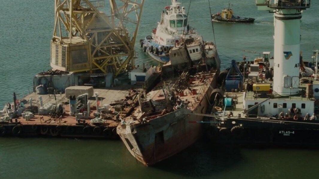 """Транспортировка танкера """"Делфи""""."""