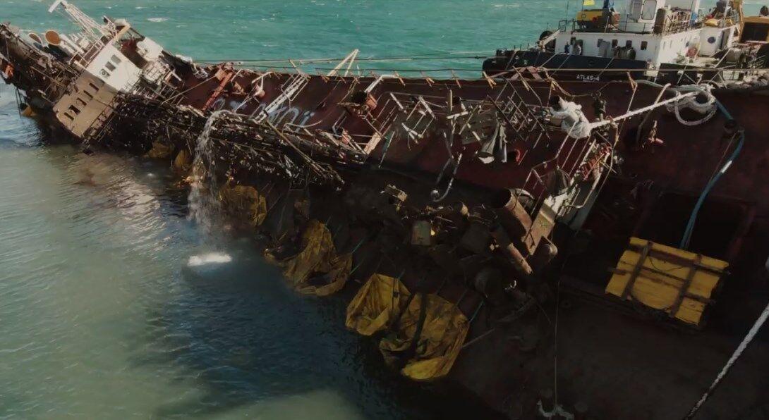 """Процесс подъема танкера """"Делфи""""."""