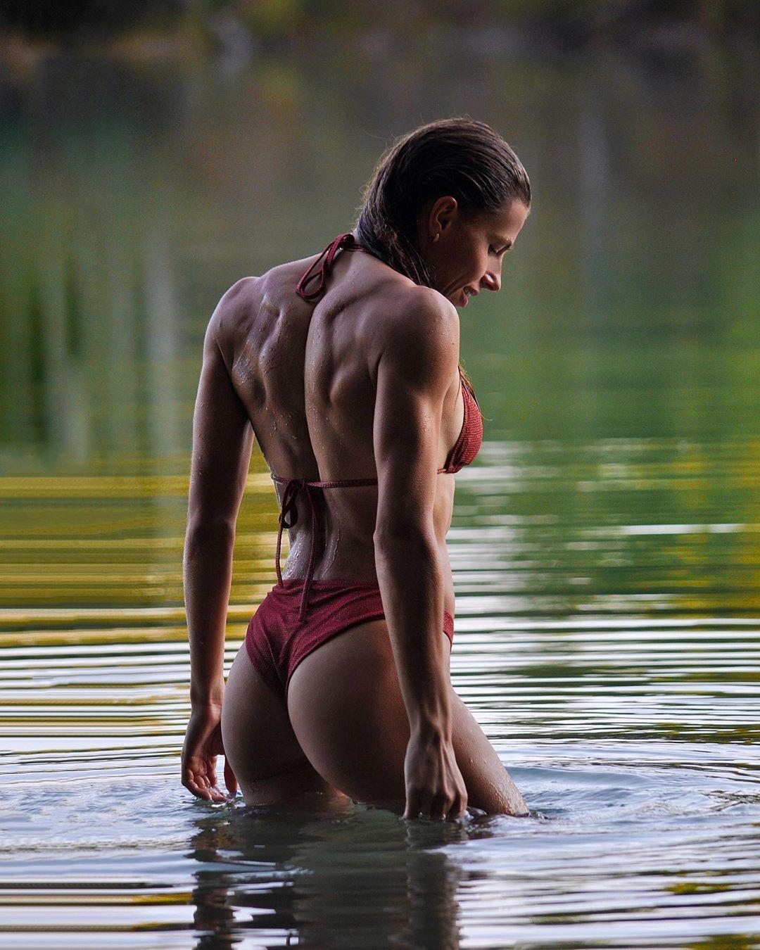 Марина Бех-Романчук похвалилася мускулами спини
