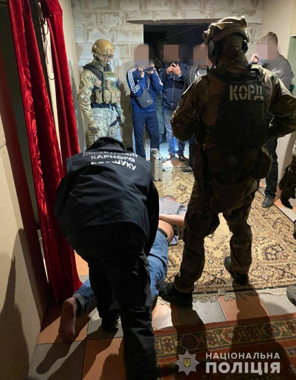 Затримані займалися розбійними нападами протягом останніх двох років.