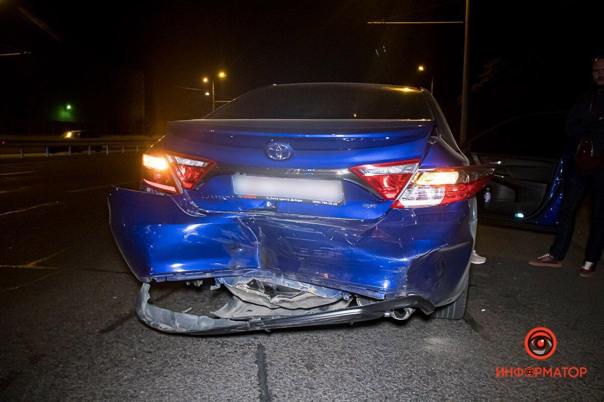 В результаті аварії постраждала дівчина.