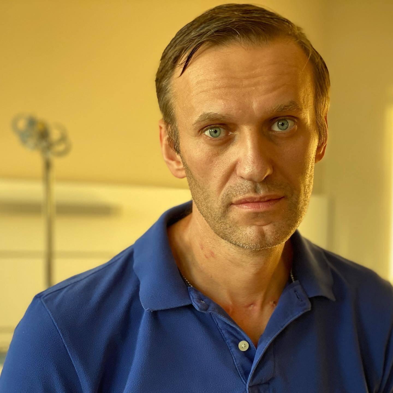 Навальный показал шрамы от операции.