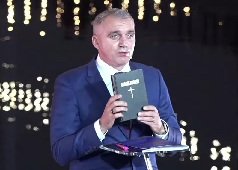 Мер Миколаєва поклявся на Біблії, що не краде з бюджету. Відео