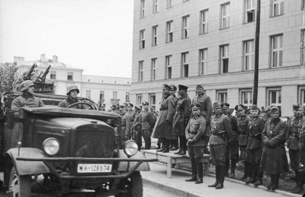 Совместный парад Красной армии и Вермахта в Бресте.