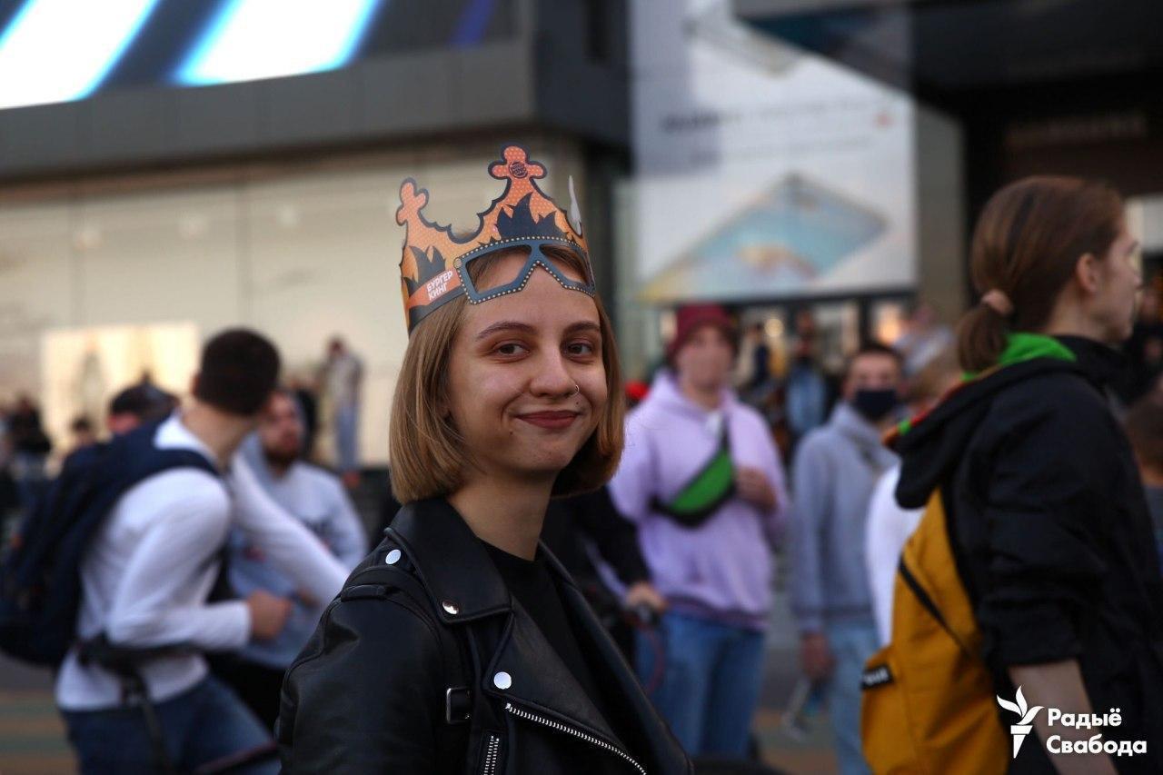 Корона стала самым популярным головным убором в Минске.
