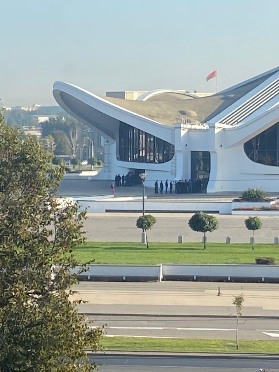 Безліч людей помітили біля Палацу Незалежності.