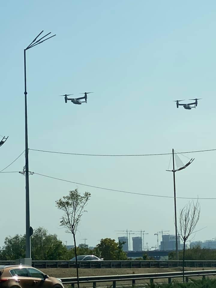 Киевляне успели увидеть самолеты НАТО над Днепром.
