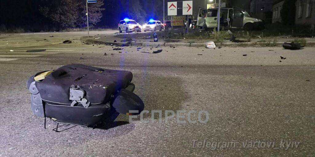 Від удару пасажир вилетів на дорогу.