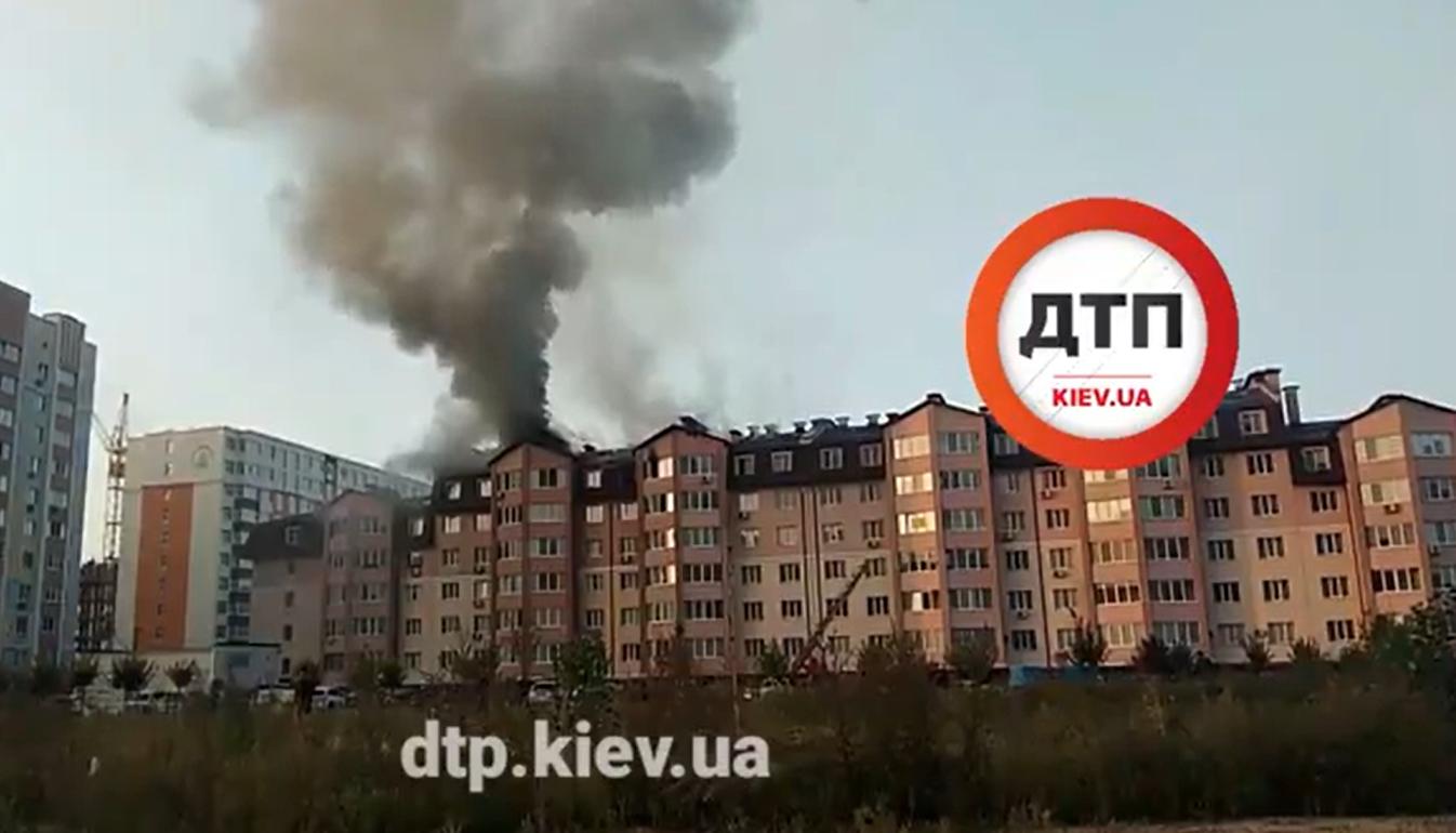 Новостройку под Киевом охватил мощный пожар: среди спасателей – паника. Фото