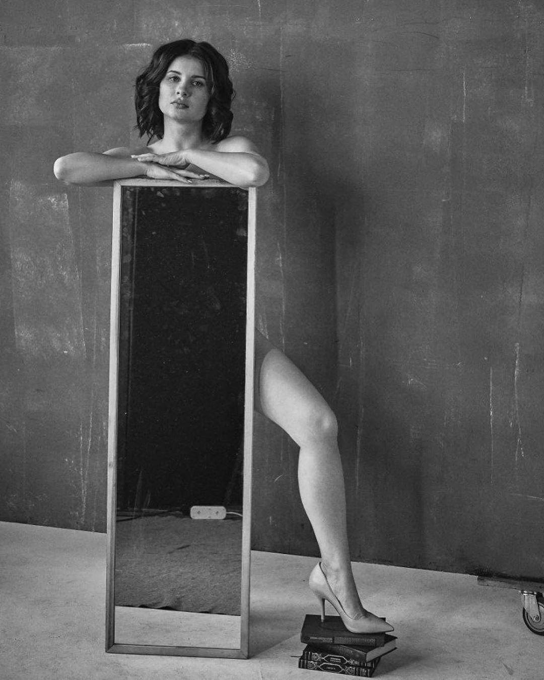 Анна Цуканова сексуально позирует на камеру (Instagram Анны Цукановой-Кот)