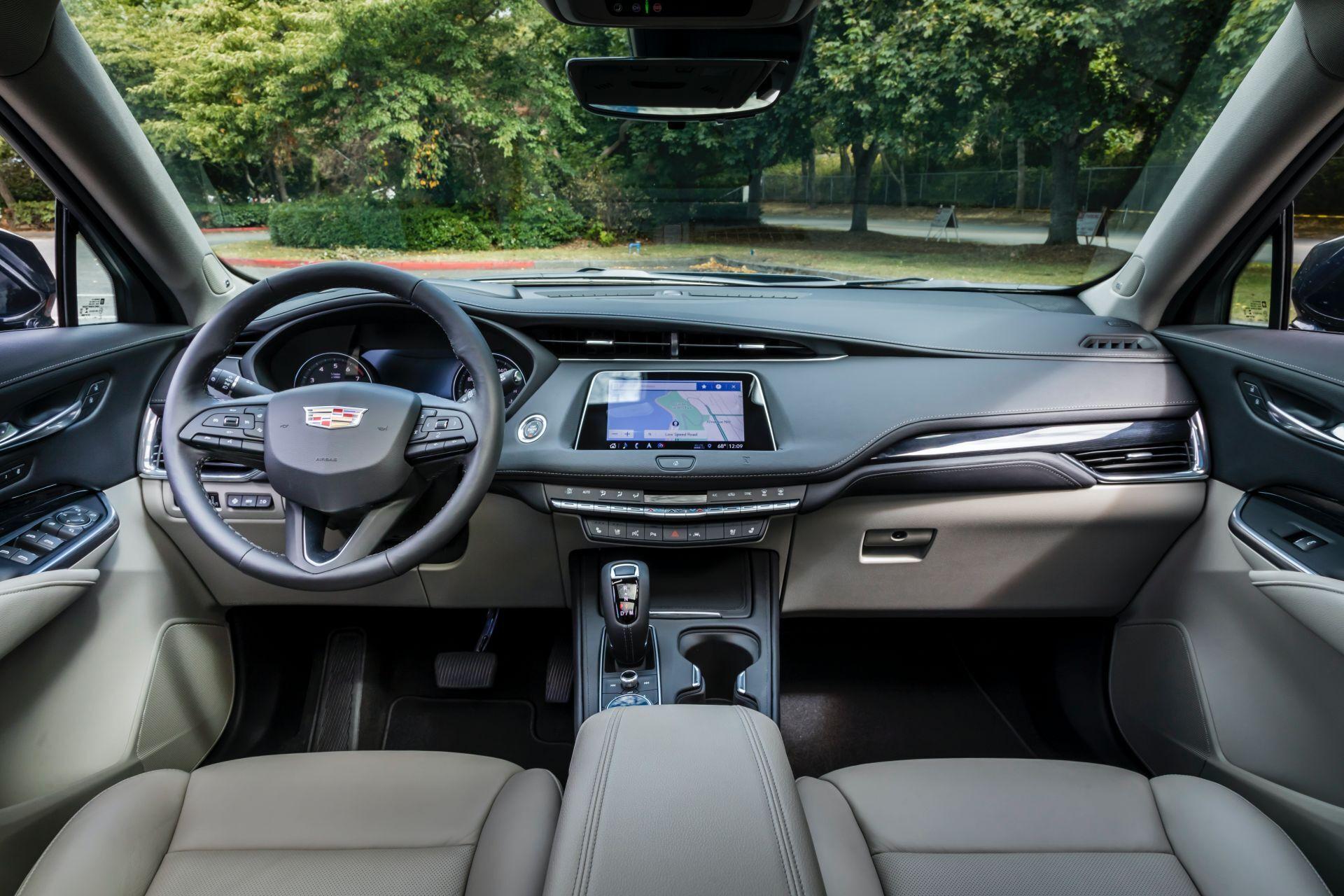Дві тисячі двадцять одна Cadillac XT4. фото: