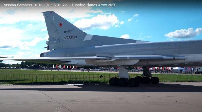 Літак з маркуванням ВКС Росії на навчаннях