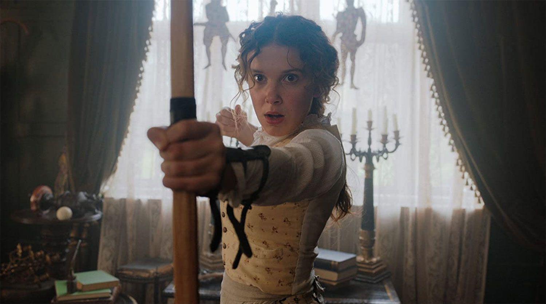 Милли Бобби Браун в роли Энолы Холмс.