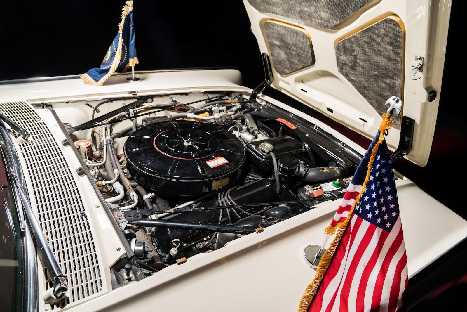 Lincoln Continental Convertible оснащений 7-літровим бензиновим V8. Фото: