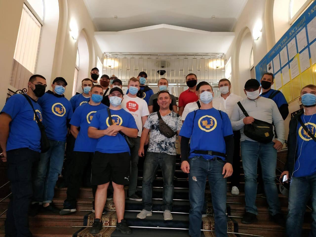 Активісти вимагали ухвалити рішення щодо Мостобуду.