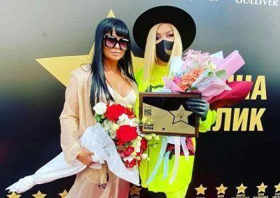 Ассия Ахат и Ирина Былик на Аллее славы в Киеве.