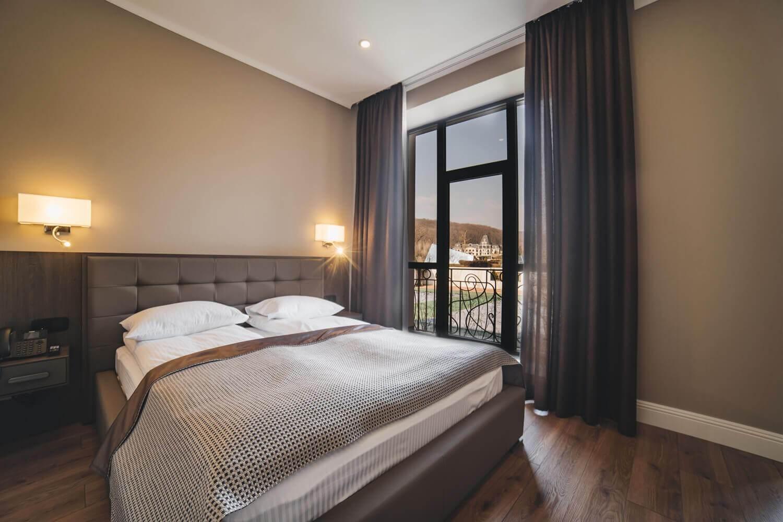 Спальня в номере люкс.