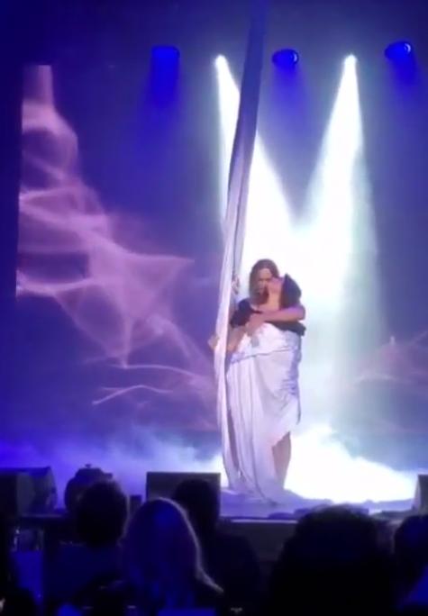 Наташа Корольова з'явилася під час виступу Тарзана.