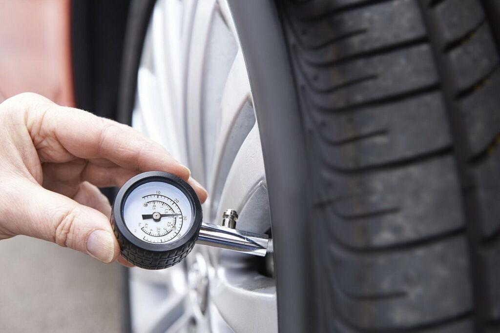 Перевірте тиск в шинах і цілісність протектора. фото:
