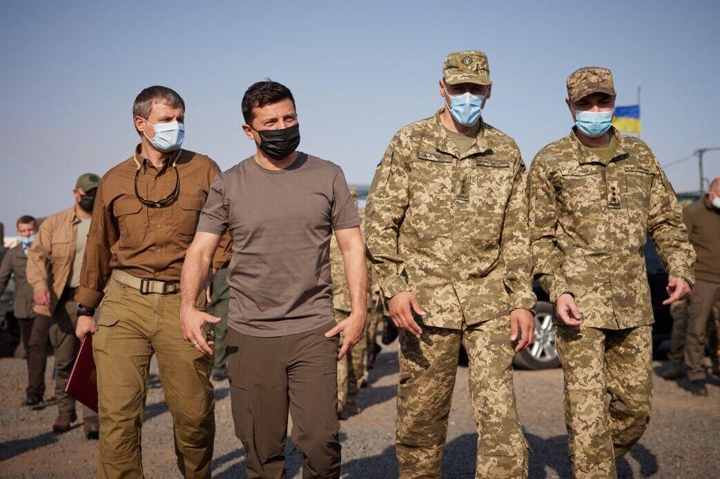 Зеленский проверил, в каких условиях живут военные на Донбассе.