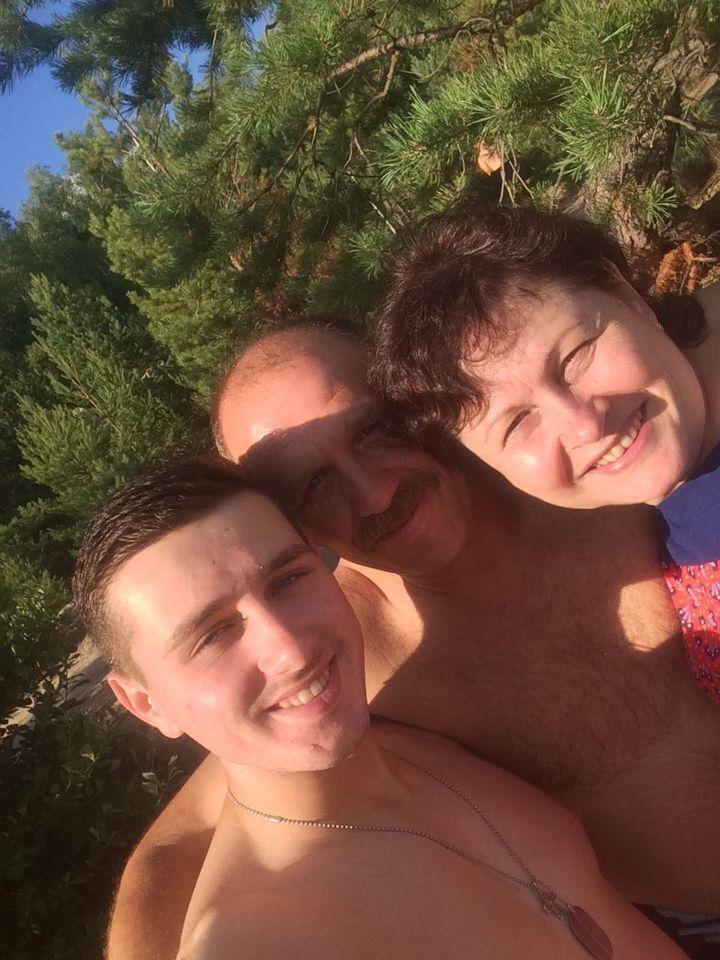 Дмитро Студінський із батьками.