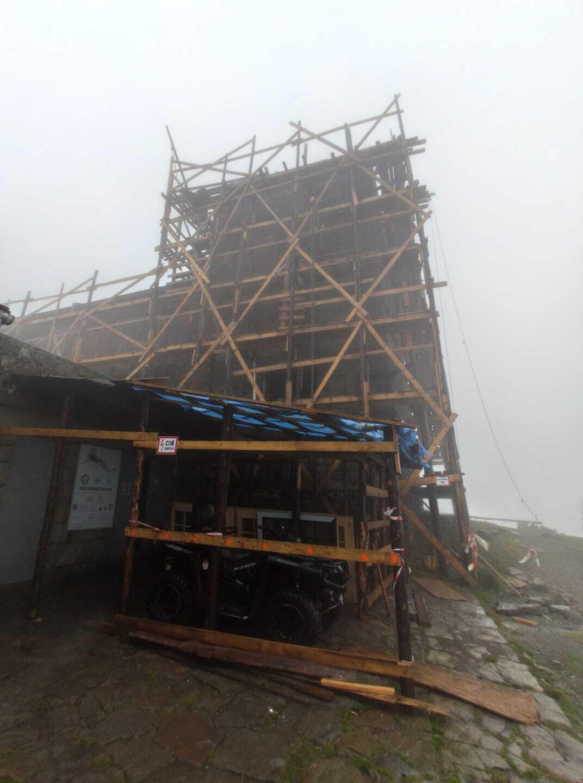 На горі Піп Іван Чорногірський випав мокрий сніг із дощем.