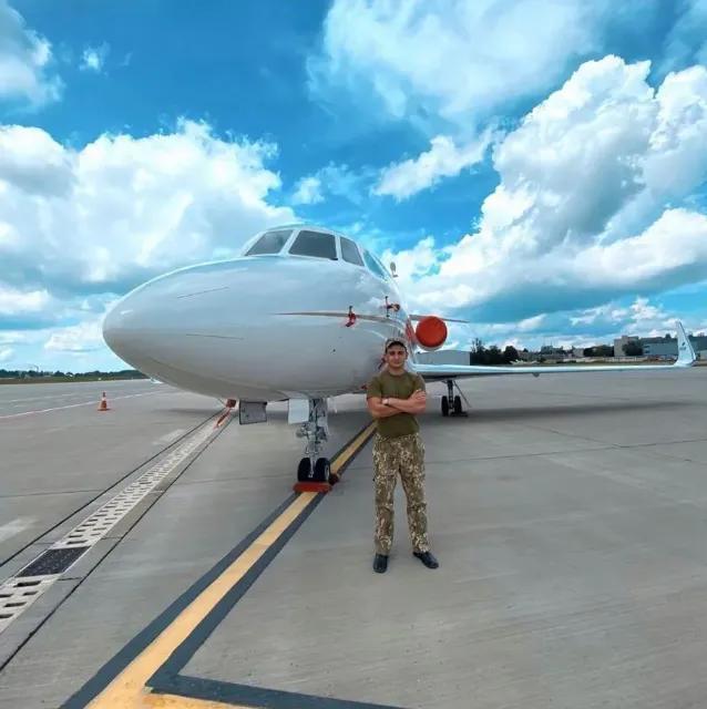 """Єдине фото Олабіна з літаком підписано: """"Мрія-завдання"""""""