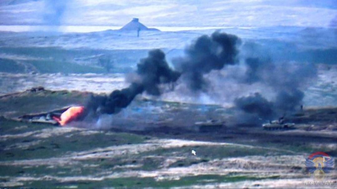 Армения уничтожила азербайджанскую БМП