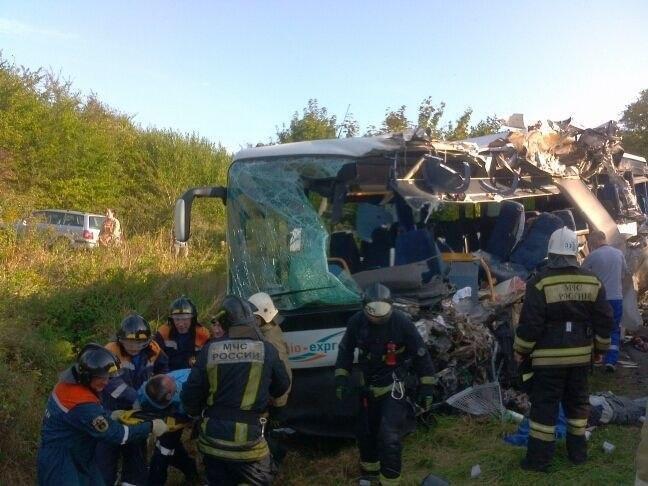Трапилося зіткнення рейсового автобуса і вантажівки