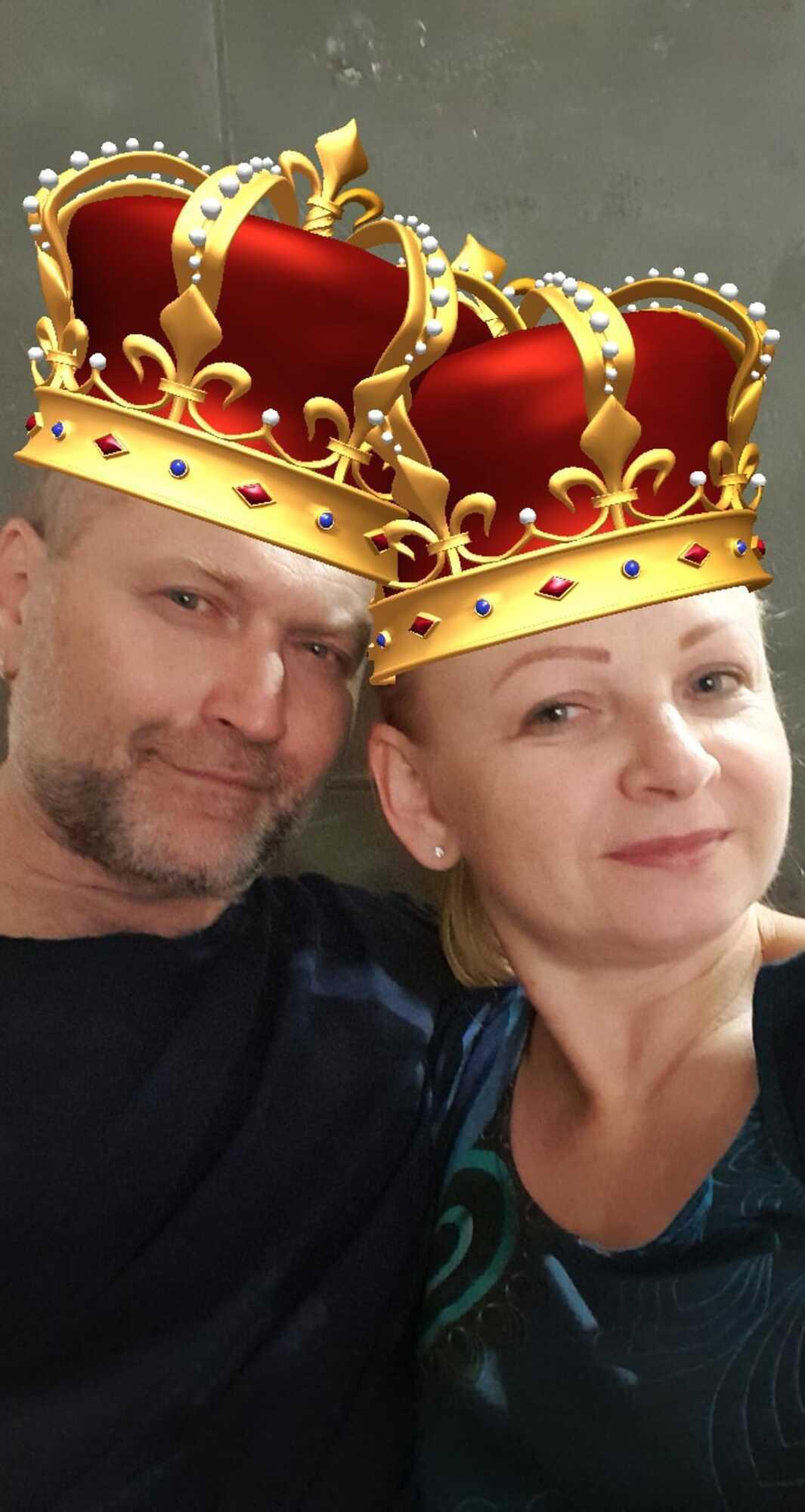 Политик показал совместное фото с женой
