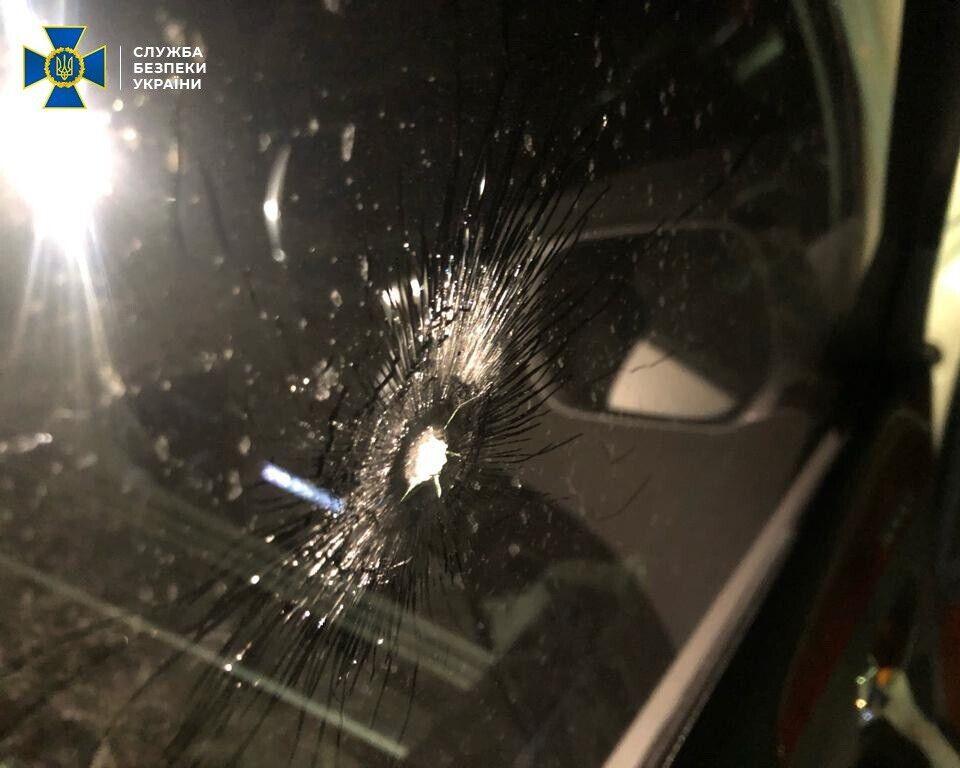 Сліди від пострілів на авто