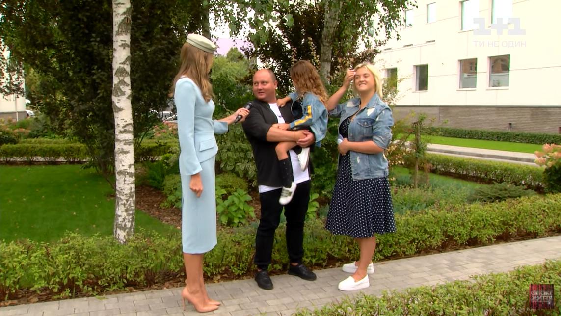 Екатерина Осадчая и Юрий Ткач с семьей. скриншот с видео