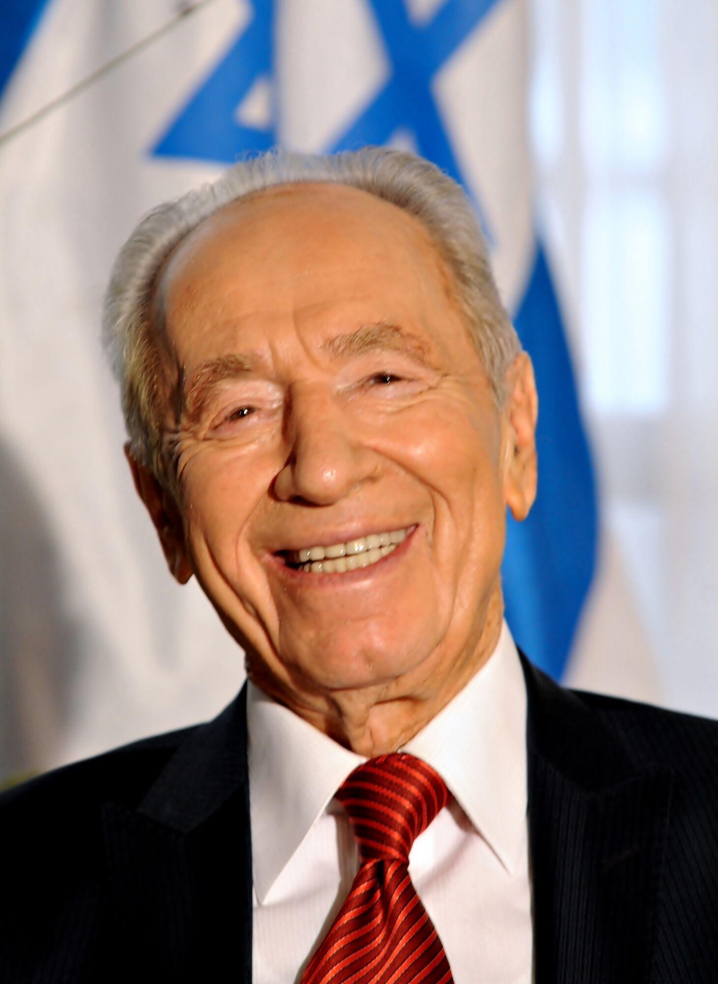 Шимон Перес народився в Польщі, виріс у Тель-Авіві