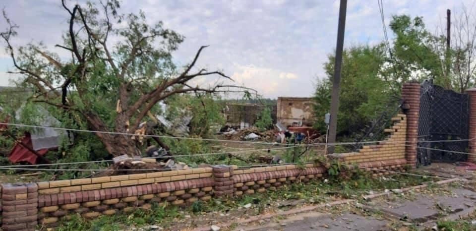 Десятки домов пострадали.