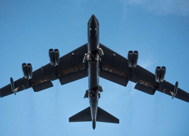 ВВС США планируют в ближайшее время объявить тендер на поставку новых двигателей для стратегических бомбардировщиков B-52H Stratofortress и проведение их ремоторизации. Благодаря этому срок службы самолетов хотят продлить минимум до 2050 года.