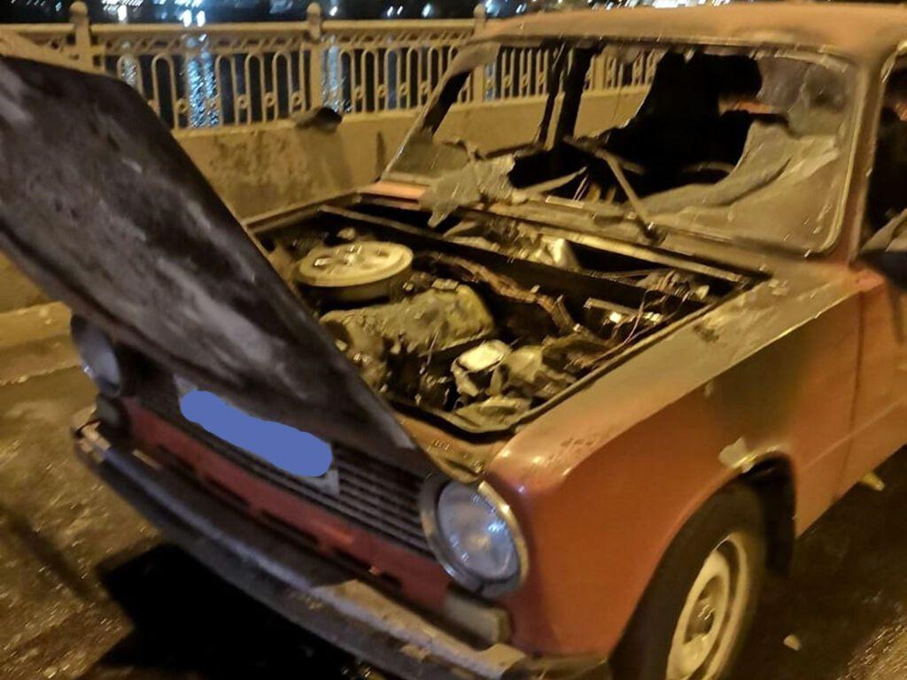 Близько опівночі полум'я охопило авто на Амурському мосту і на вулиці Хмельницького.