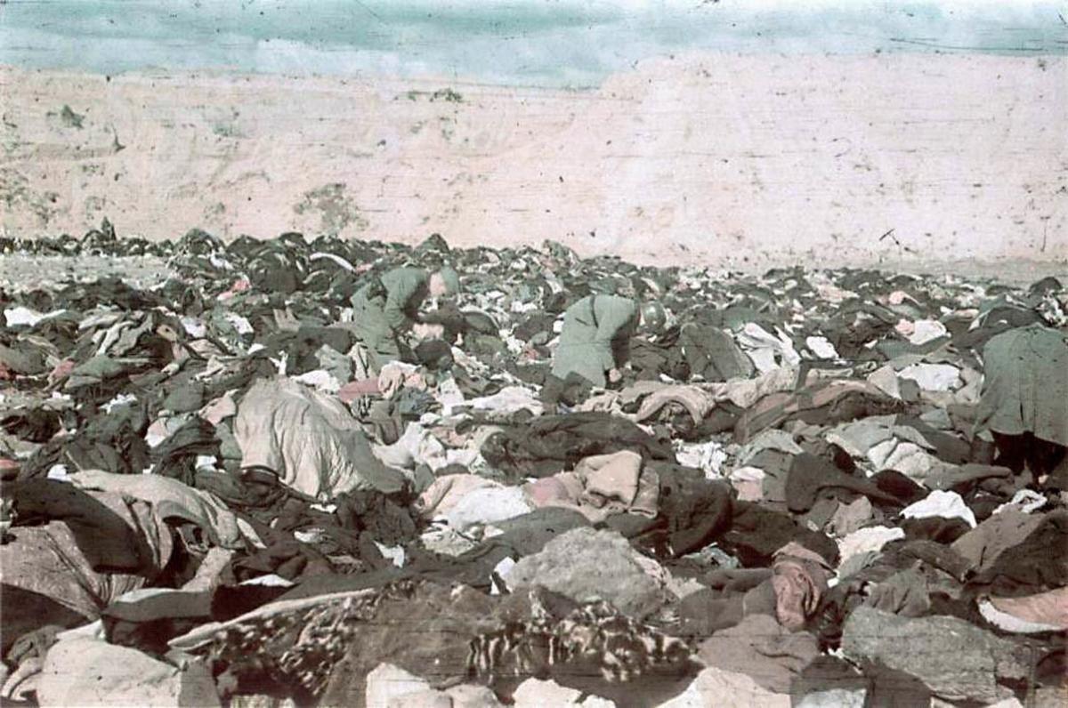 Жертвами нацистов в Бабьем Яру стали минимум 100 тысяч человек.