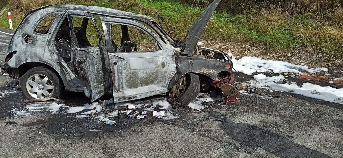 Автомобіль вдарився о бетонну трубу.