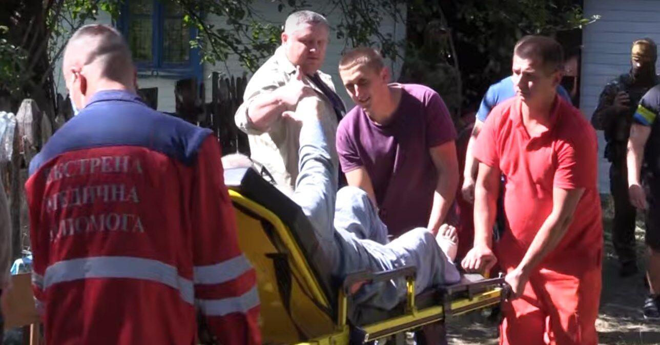 После освобождения заложника сразу увезли в больницу.