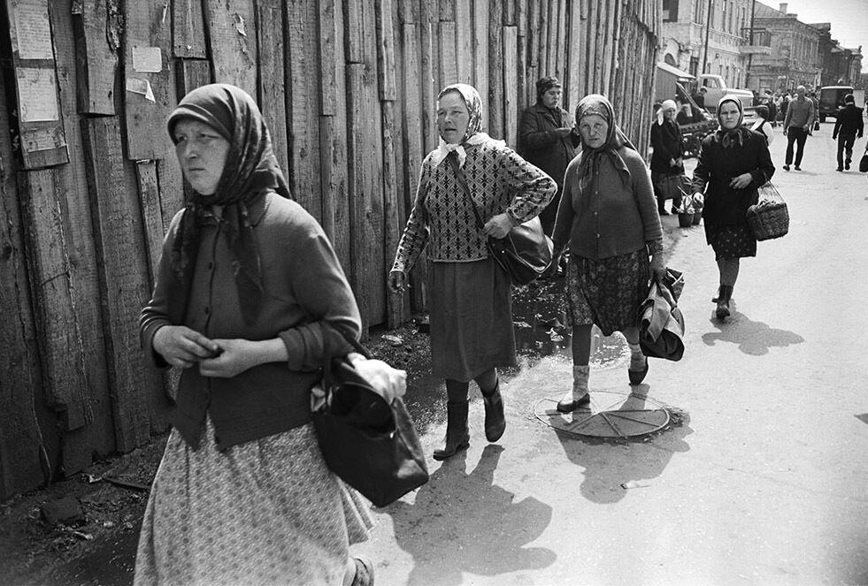 """Щасливі"" обличчя людей у СРСР."