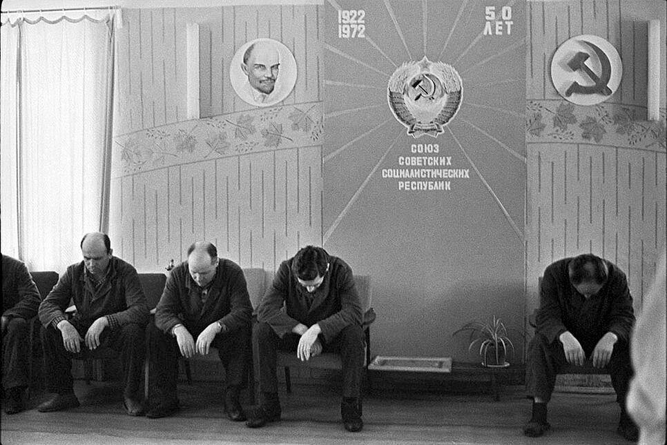 """""""Колективна медіація"""" на Леніна – мабуть, черга на прийом до якогось начальника."""